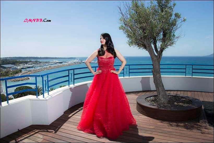 Aishwarya Rai Bachchan Dazzles in Red at Cannes Film Festival 2016