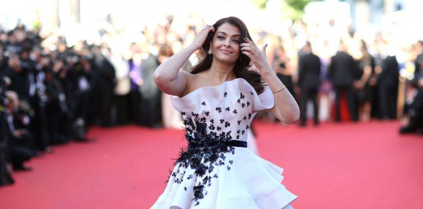 Cannes Film Festival 2015: Glamorous Aishwarya Rai Bachchan Charms On The Red Carpet