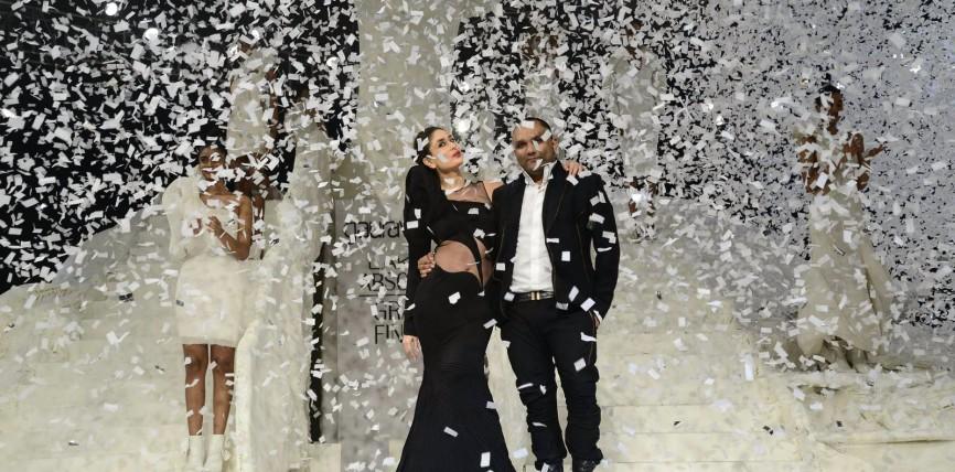 Kareena Kapoor Walks The Ramp at Lakmé Fashion Week Winter/Festive 2015