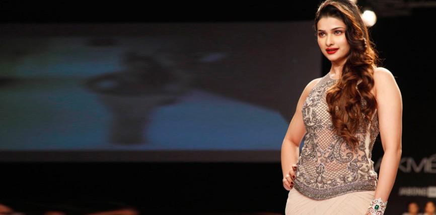 Prachi Desai Ramp Walk Stills at Lakme Fashion Week