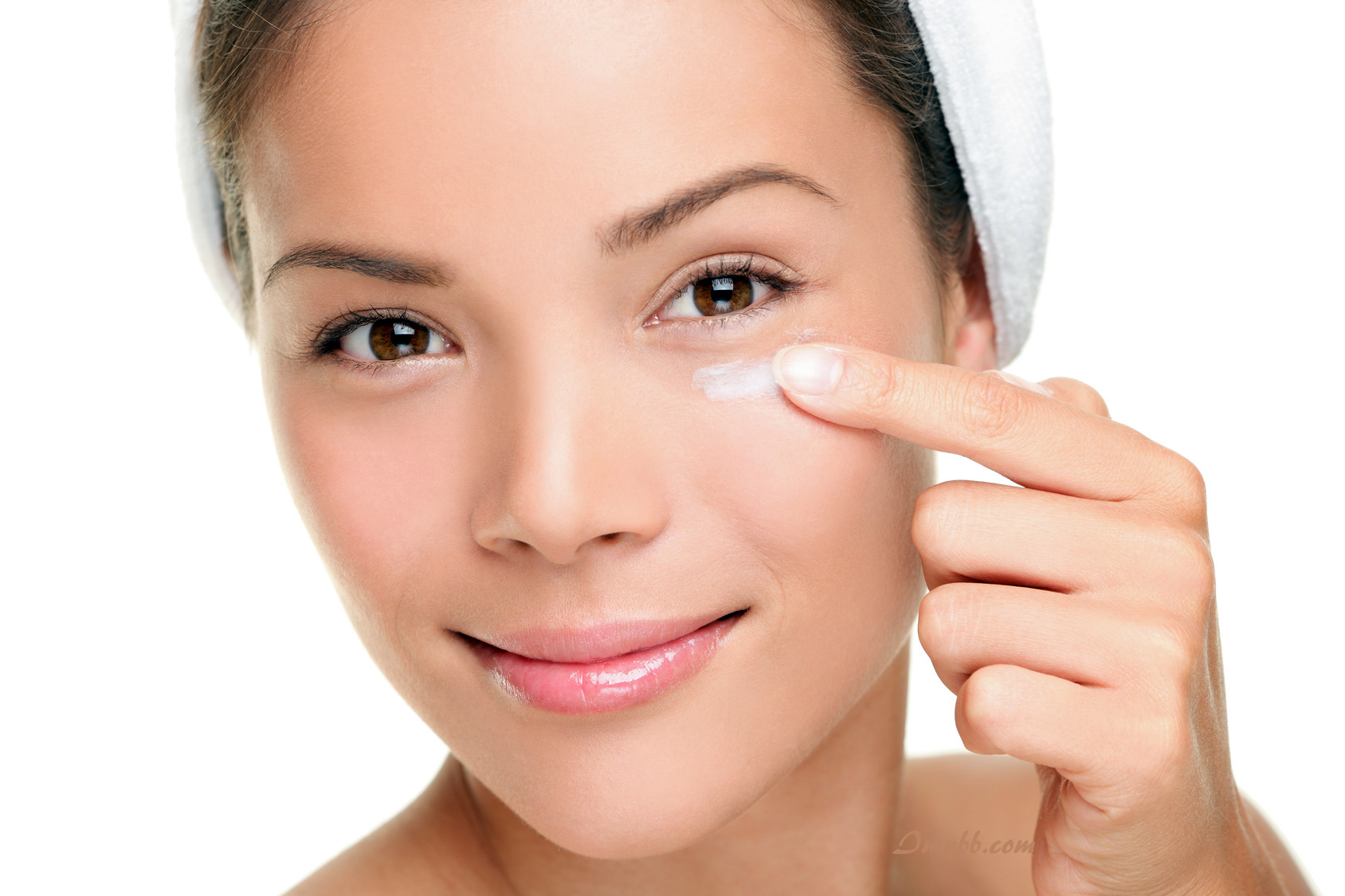 Removing Under Eye Patches With Coconut Oil