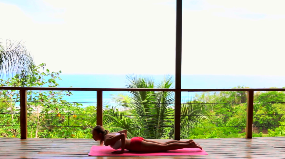 Morning Yoga Workout – Better Than The Gym Strength And Stretch
