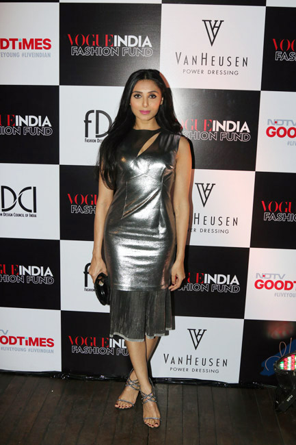 Celebrities Wearing Metallics This Party Season - Pernia Qureshi
