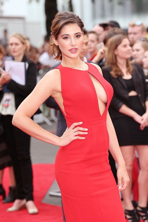 Nargis-Fakhri-Making-Heads-Turn-in-Red-@-The-Premiere-Of-Spy-in-London