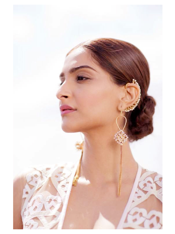 Sonam-Kapoor-Hot-In-White-Dress12